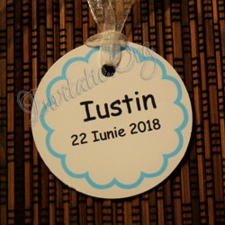 Eticheta rotunda cu model floricica alba
