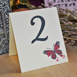 Numar de masa cu Fluturas rosu din inimioare