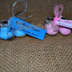 Botosei din ceramica roz si albastri