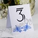 Numar de masa cu flori de hibiscus bleu