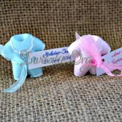 Marturie costumas din ceramica roz si albastru
